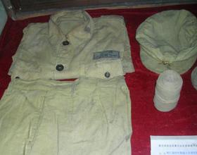 <strong>渡江战役时期战士穿的军装</strong><br><br>