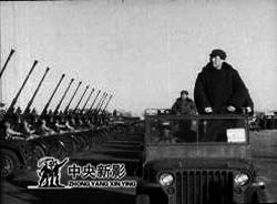 毛主席检阅炮兵部队